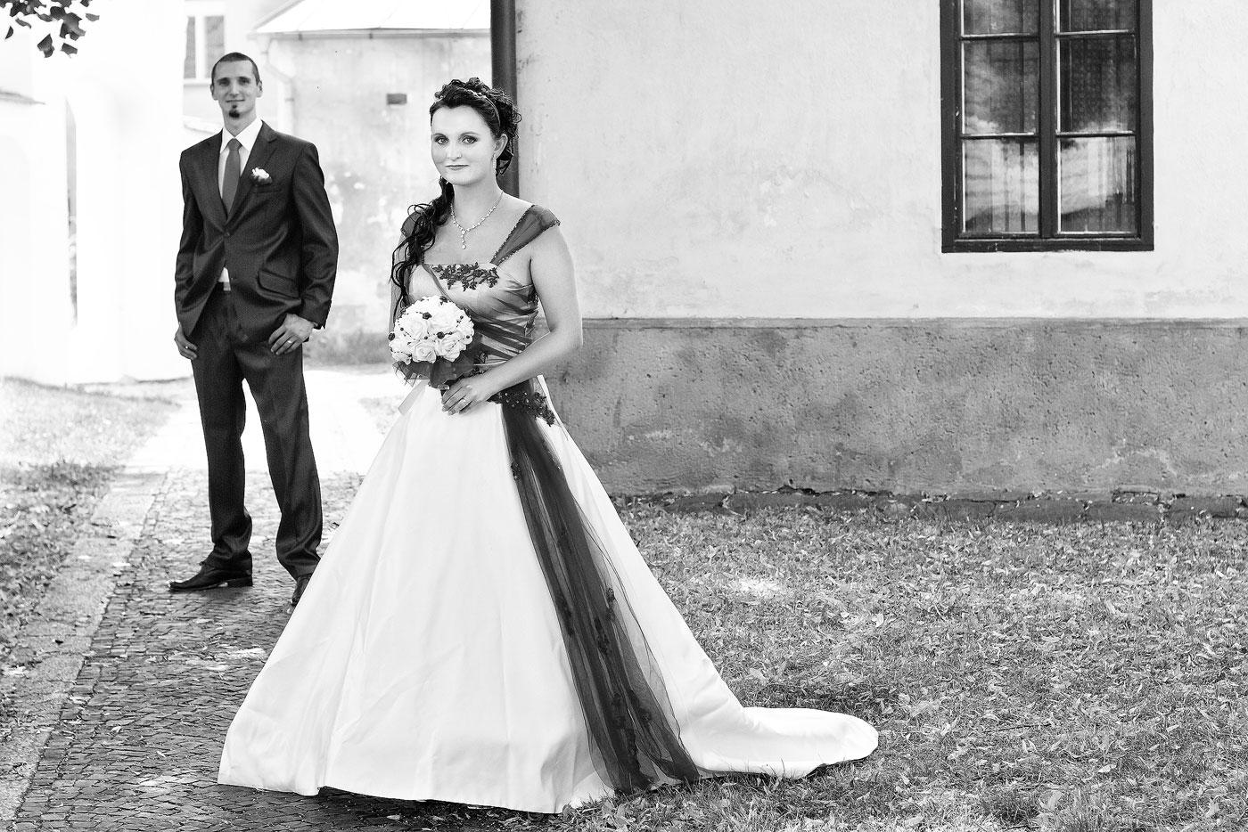 Svatba Velešín kostel - svatební fotograf - Velešín